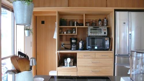 ひのき無垢の食器棚