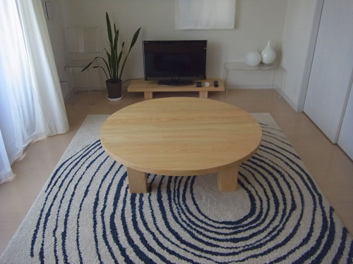 丸いテーブル2
