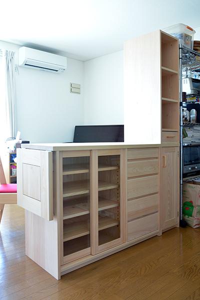 ヒノキ無垢 カウンター食器棚1