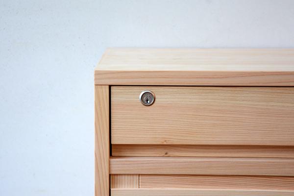 格子扉の食器棚2