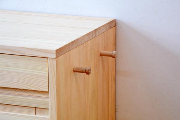 格子扉の食器棚3