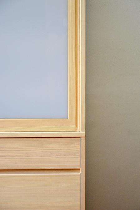檜無垢 引き戸食器棚2